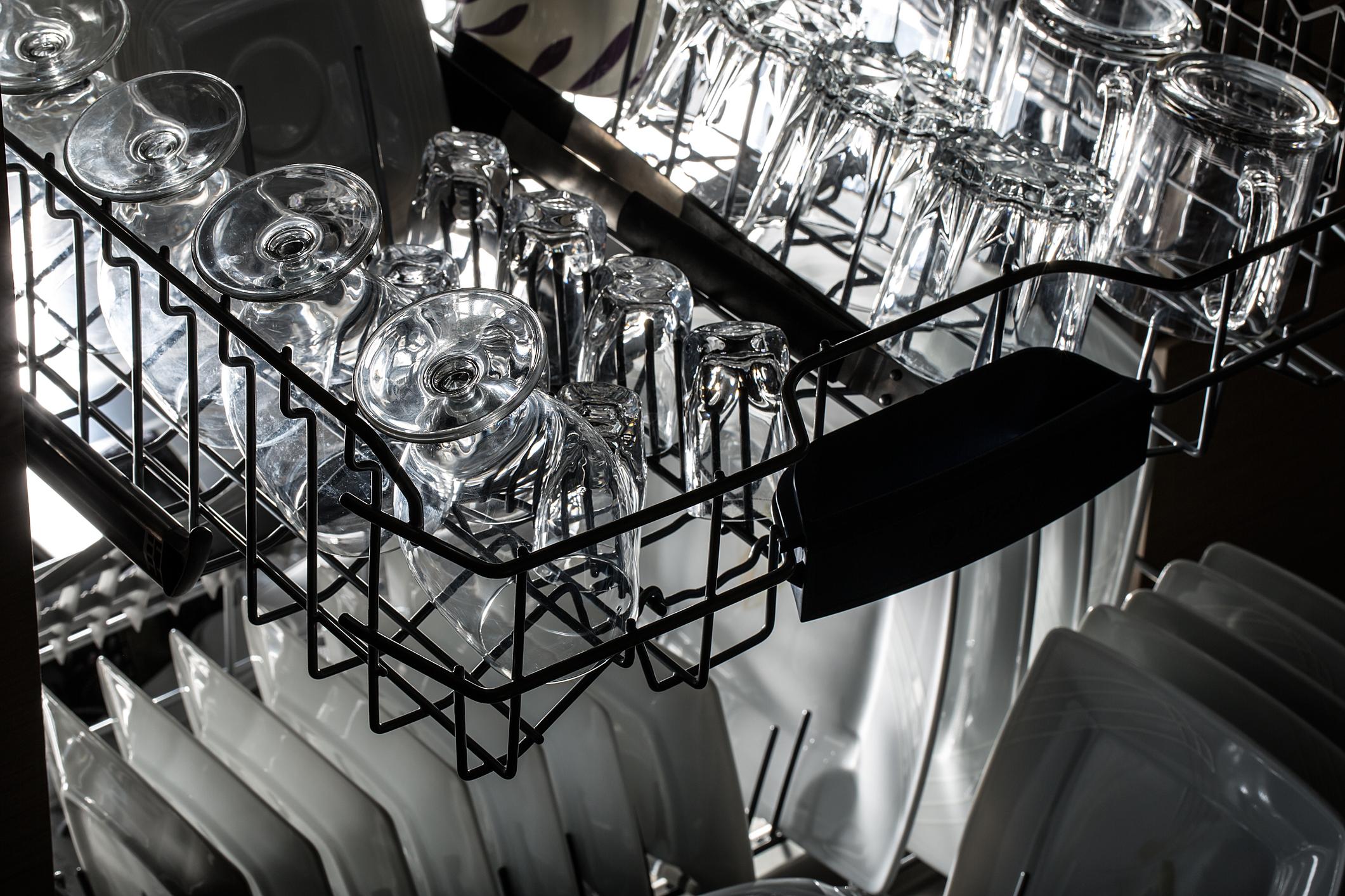 Spülmaschine Gläser Geschirr reinigen Anleitung