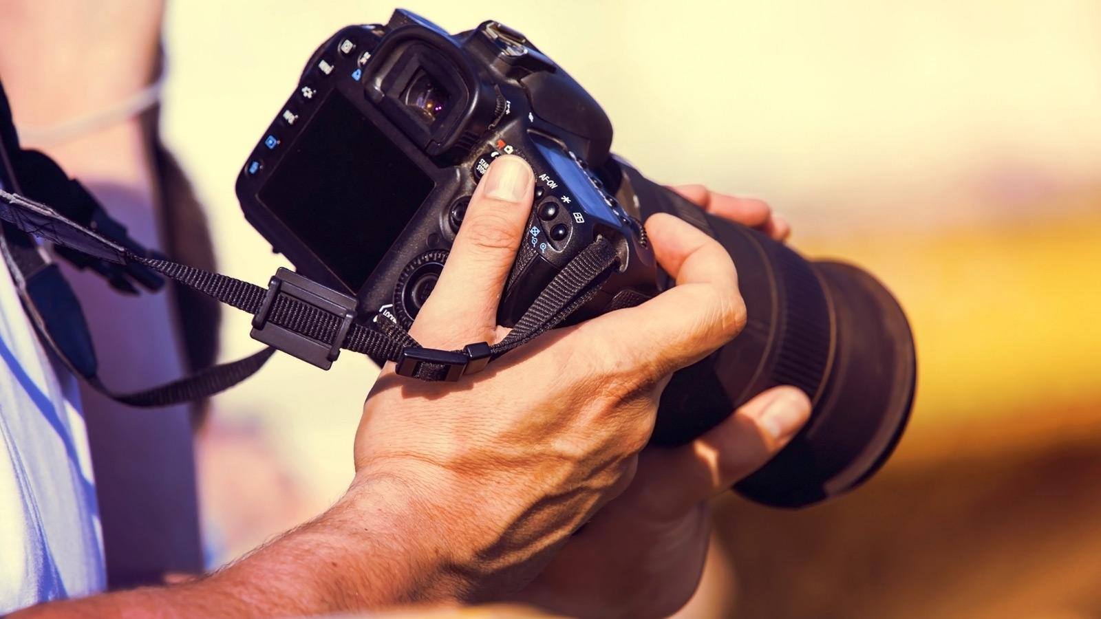 Belichtungszeit wird an einer Spiegelreflexkamera eingestellt