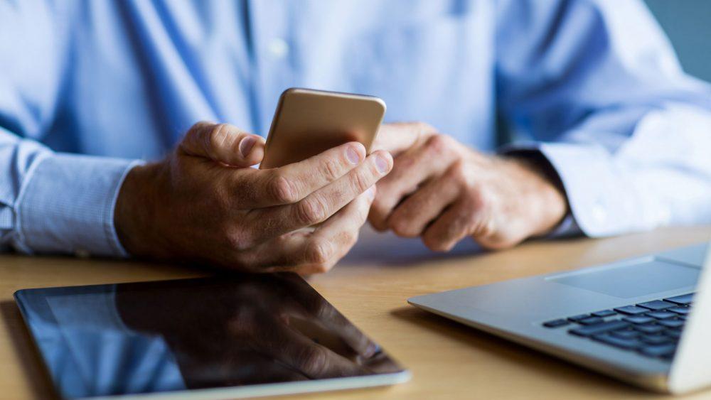 Von unterwegs auf Onlinespeicher zugreifen.