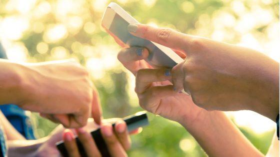 iPhone mit iOS 10 bietet neue Möglichkeiten Nachrichten zu verschicken.