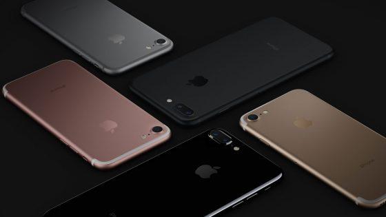 Fünf iPhones vor schwarzem Hintergrund – Tempo vom iPhone 7 im Test
