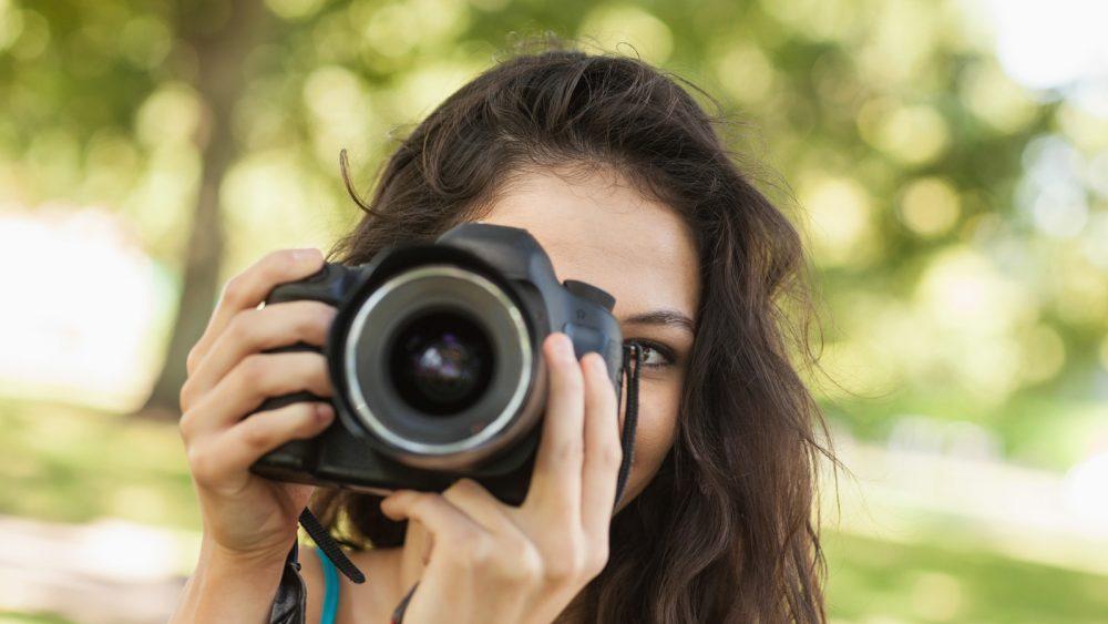 Mit einer Spiegelreflexkamera fotografieren