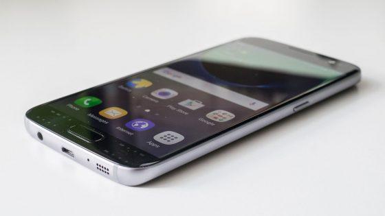 Das Samsung Galaxy S7 hat einen Kopfhöreranschluss.