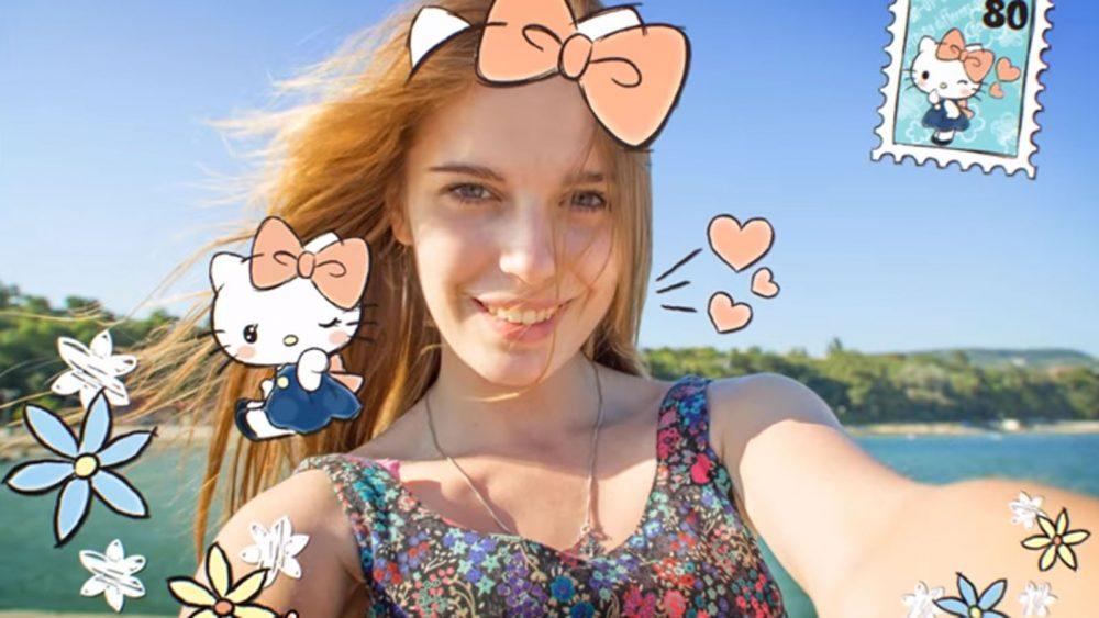 Mit der App Line Camera lassen sich Selfies mit schönen Stickern versehen.