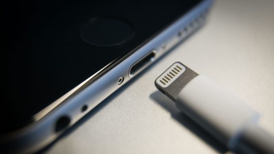 iPhone 8 kabellos laden.