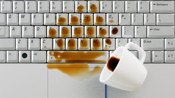 Kaffee auf Laptop: Erste Hilfe bei Wasserschaden