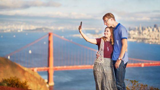 Paar macht romatisches Selfie in San Francisco.