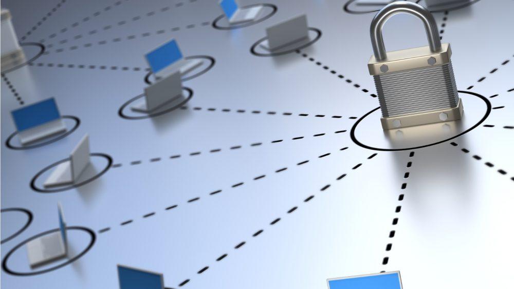 Bildcollage mit Sicherheitsschloss vor Verbindungen zu anderen Rechnern