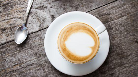 Kaffee mit perfektem Milchschaum – für viele Kaffeefreunde ein absolutes Muss. Wie Sie diesen selber herstellen können, verrät Ihnen der UPDATED Ratgeber.