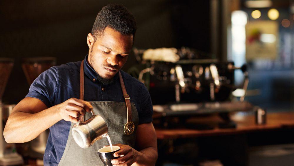 Kaffeegenuss wie vom Profi: Das ist mit den richtigen Tipps auch zu Hause möglich.