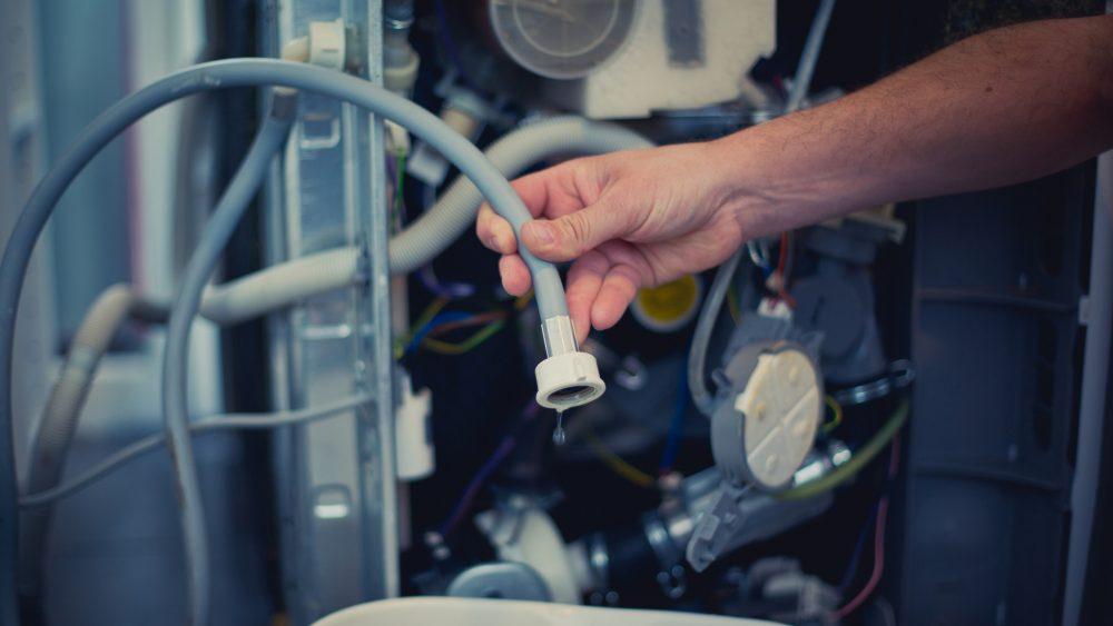 Überprüfen Sie den Zulaufschlauch Ihrer Waschmaschine gründlich