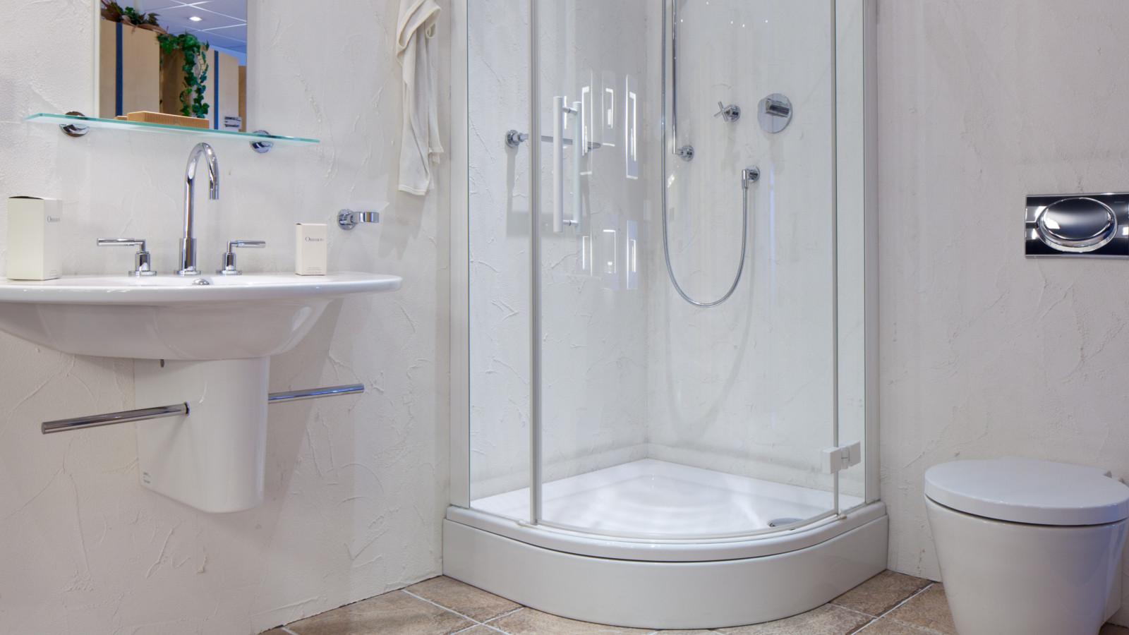 Duschkabine reinigen - so gehen Sie vor | UPDATED