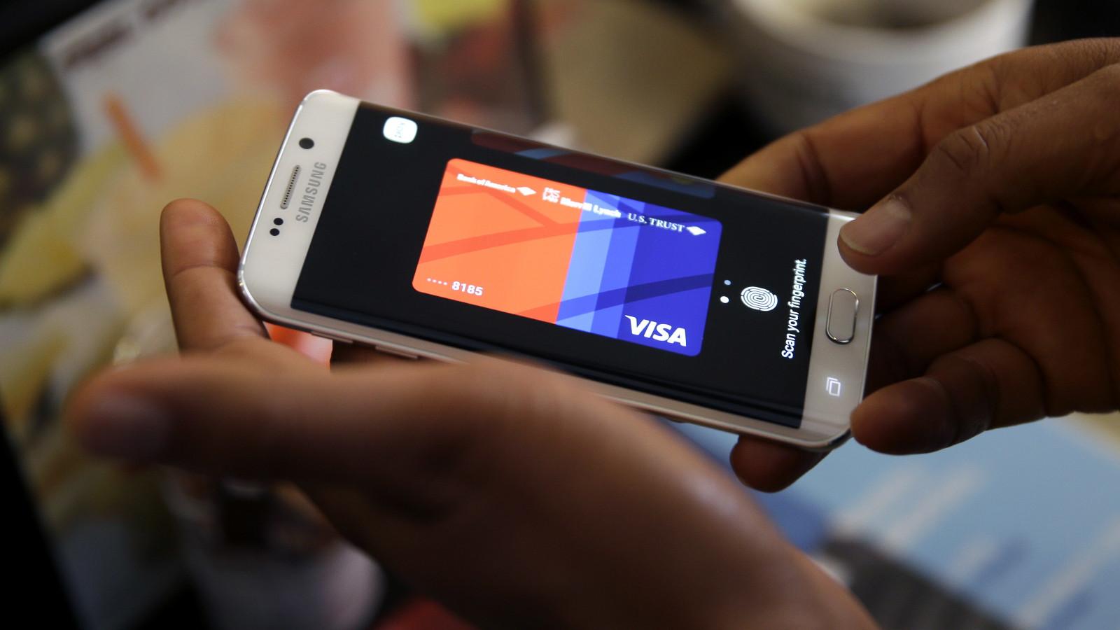 Großaufnahme Samsung-Smartphone mit App Samsung Pay