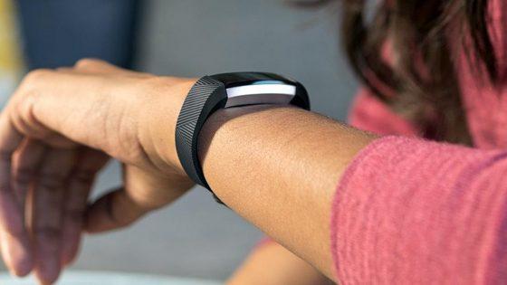 Fitbit Alta Tracker misst nun auch den Puls und trackt den Schlaf