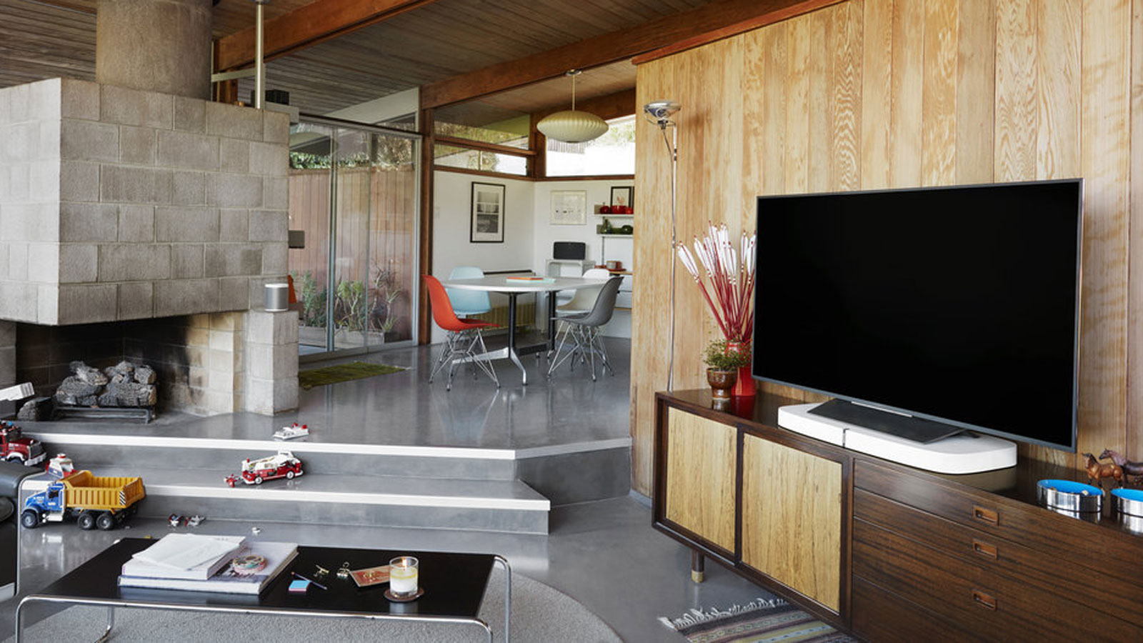 Sonos PLAYBASE in Wohnzimmer