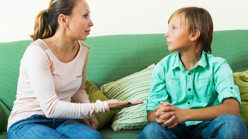 Eltern-Austausch mit Kindern über Thema Facebook