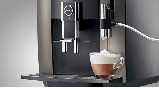 Milchkaffee mit JURA-Kaffeemaschine zubereiten