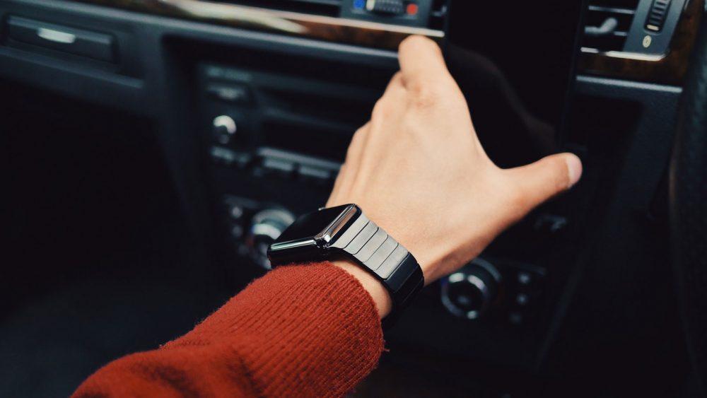Das Apple Watch Zifferblatt an Armband anpassen.