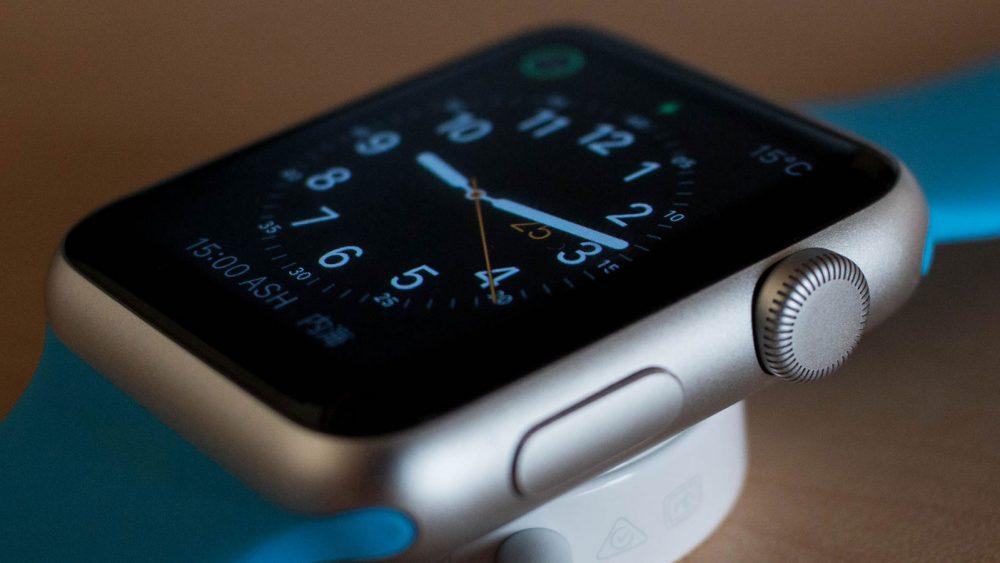 Das Apple Watch Zifferblatt mit Digital Crown verändern.
