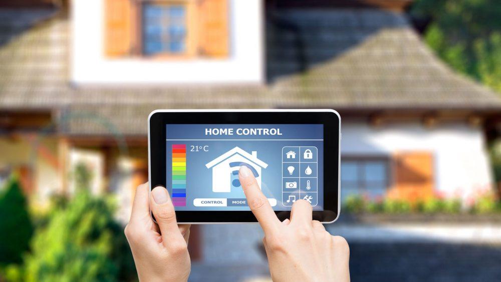 Fernsteuerung von Haustechnik mit Smart-Home-Systemen
