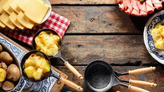 Raclette reinigen: Mit diesen Tipps werden Pfännchen, Heizschlange und Grillplatte wieder sauber