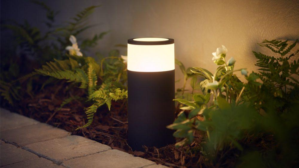 Philips Hue Outdoor-Lampen am Weg