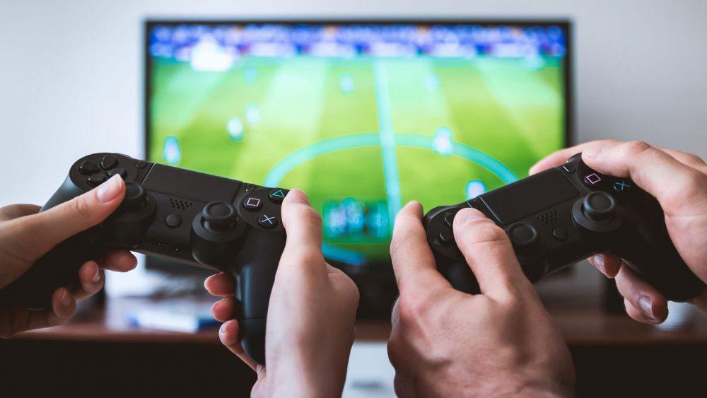 Zwei PS4-Spieler zocken gemeinsam