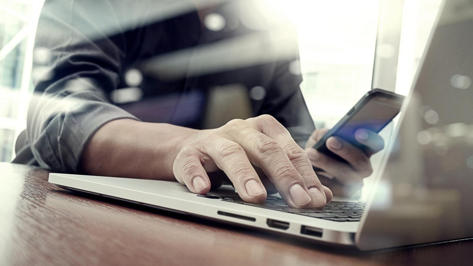 Apple Zwei-Faktor-Authentifizierung aktivieren + nutzen.