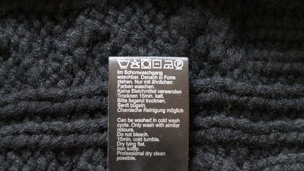 Kaschmirjacke mit Etikett