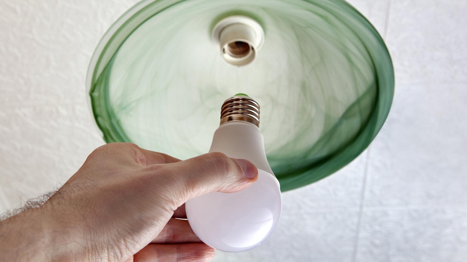 Lampe Flackert Obwohl Schalter Aus