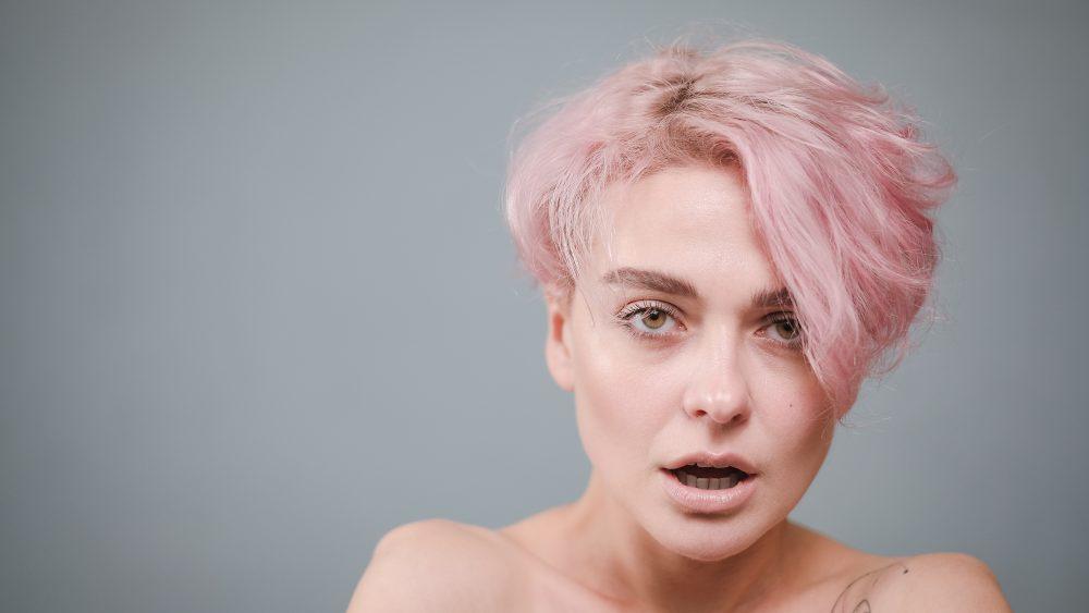 Porträtaufnahme einer Frau mit Ringlicht