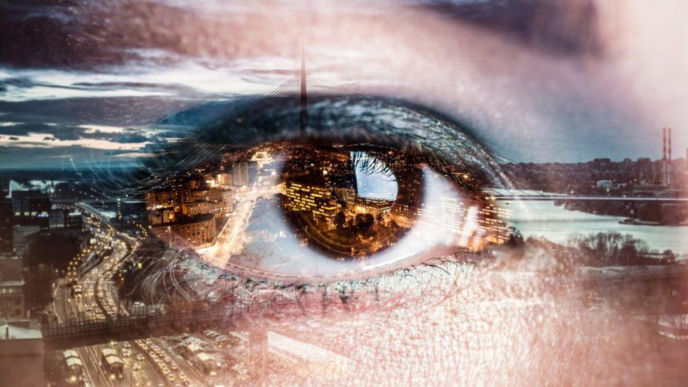 Abstrakte Fotografie eines Stadtpanoramas mit Auge