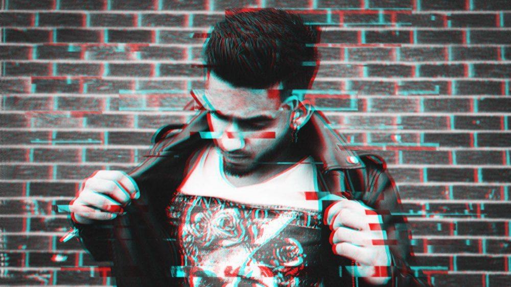 Glitch-Effekt in Adobe Photoshop mit Foto eines jungen Mannes mit Lederjacke