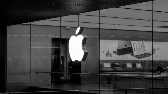 Apple Logo an einem Wolkenkratzer