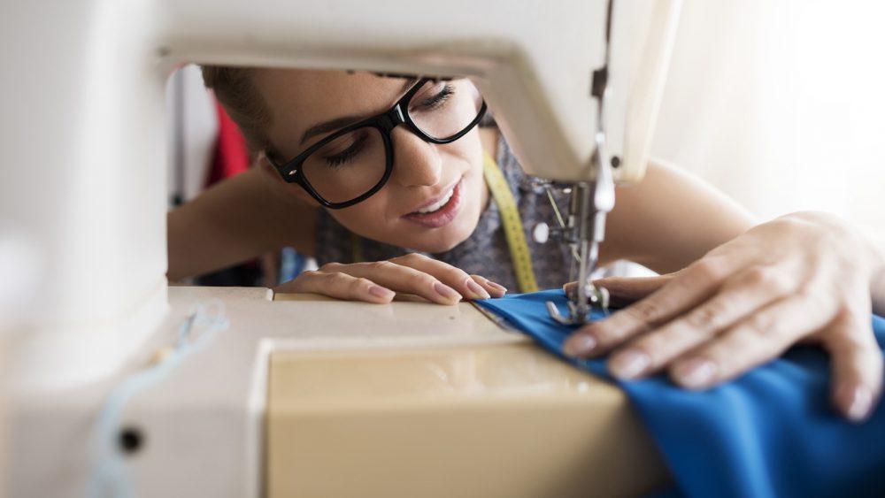 Das Reinigen der Nähmaschine sorgt für einwandfreie Leistung