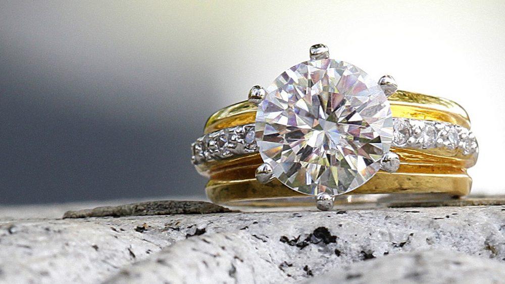 Schmuck fotografieren: Diamant auf Ring