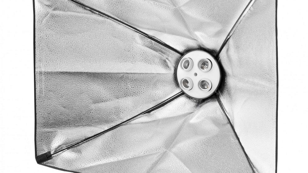 Softbox von innen mit silberner Reflektoren-Seite
