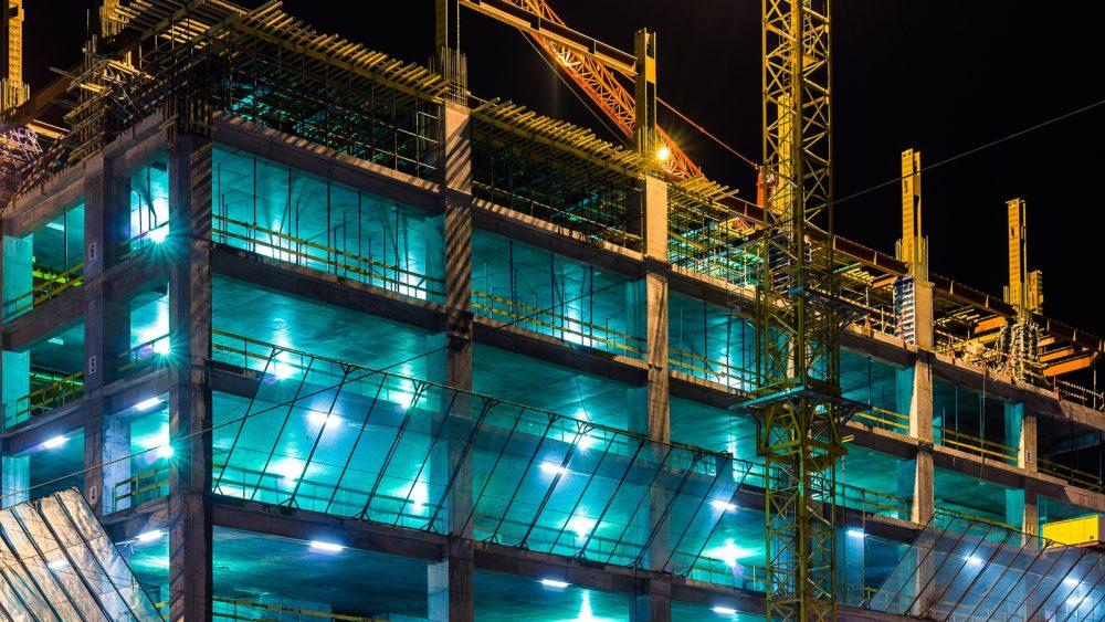 Baustelle bei Nacht als Industriefotografie ablichten