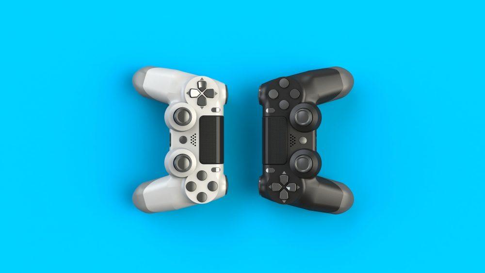 Zwei PS4-Controller vor türkisem Hintergrund