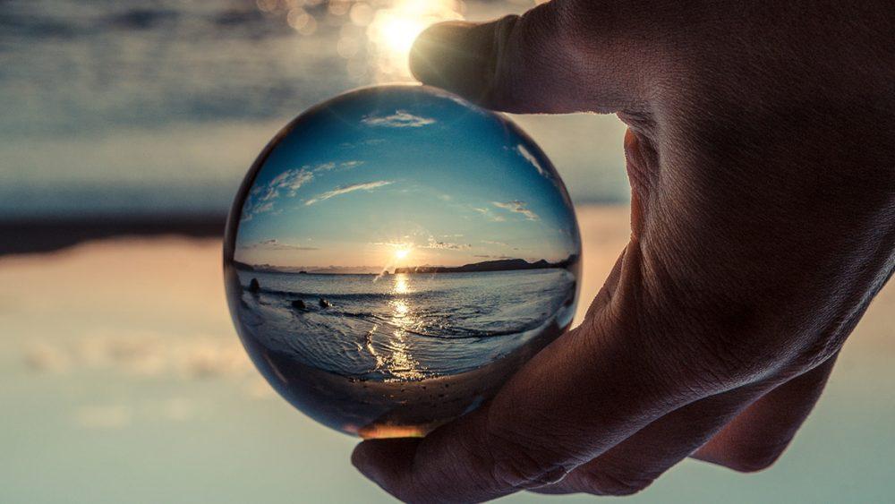 Glaskugel-Fotografie: In der Nachbearbeitung drehen