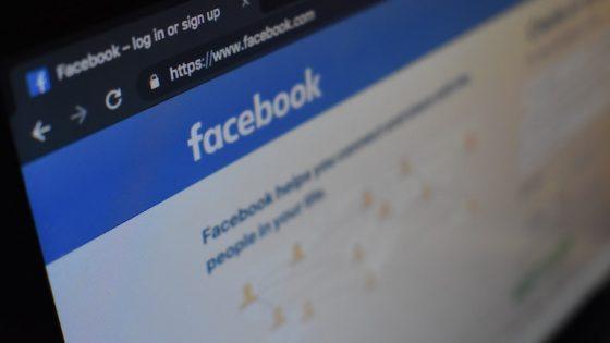 Facebook-Webseite auf dem PC-Bildschirm