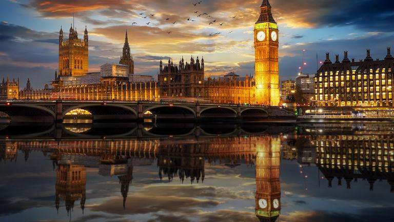 Big-Ben-Spiegelung in der Themse nachts