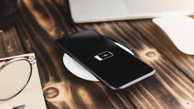 Smartphone induktiv laden: So funktioniert Wireless Charging | UPDATED