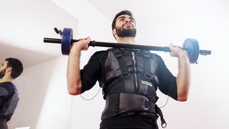 EMS Training zu Hause mit Hantel