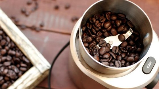 Schlagmahlwerk mit Kaffeebohnen