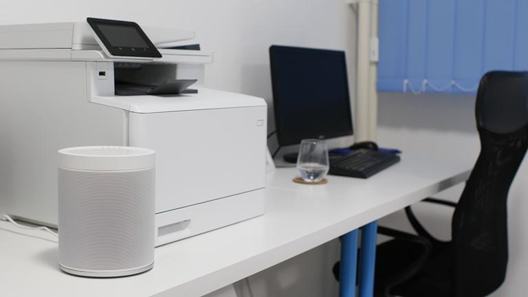 Sonos-Lautsprecher im Büro aufstellen