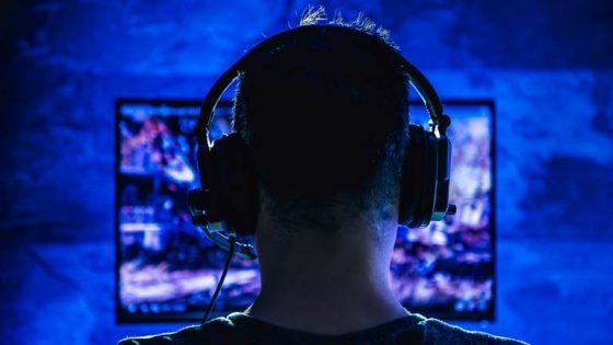 PS4-Spieler mit Headset