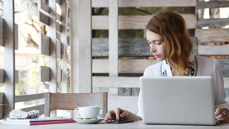 Synchronisation von Outlook-Kontakten zwischen Mobilgeräten und Desktop-Rechnern.
