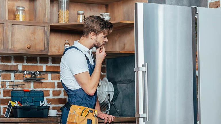 Der Kühlschrank macht laute Geräusche