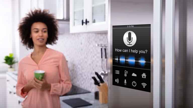 Smarter Kühlschrank mit Sprachsteuerung